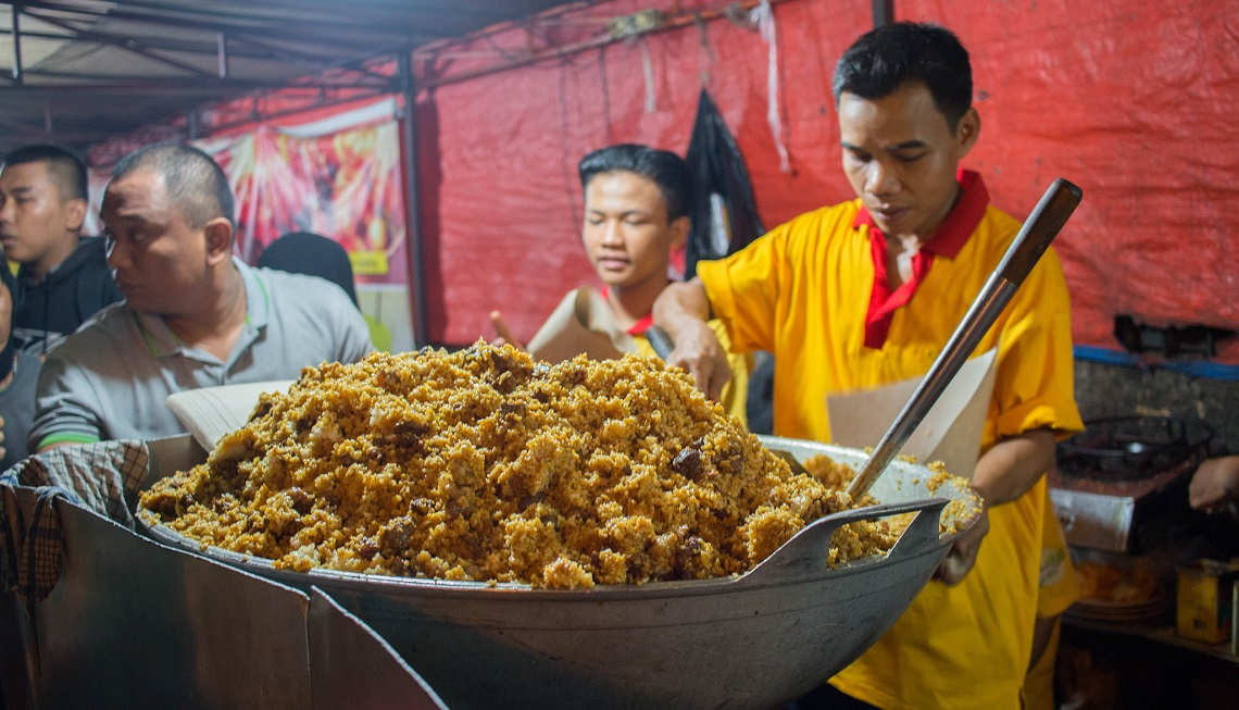 Jakarta turns to food app to certify street sellers